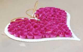 Как сделать валентинку в виде сердечка. Сердечко-открытка с бумажными розочками. В стиле квиллинга